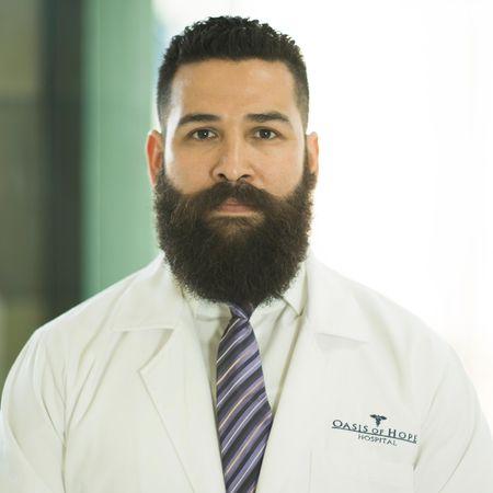 Dr. Oscar Contreras