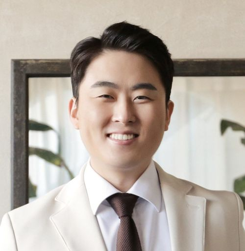 Dr. Sung Woo