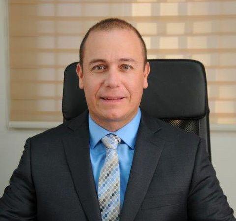 Dr. Julio Serecero
